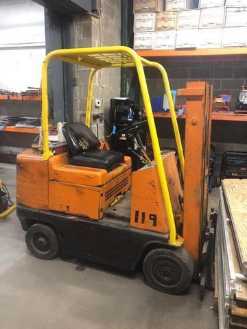 Caterpillar T40 gas powered forklift Model number T40B