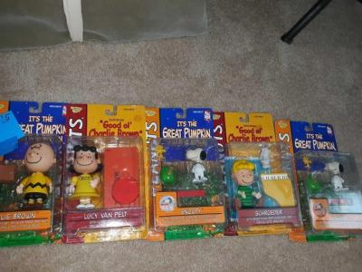 Set up 5 Charles Schulz peanut series dolls and accessories sealed in original packaging