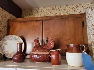 Lot of pottery items - hull and others
