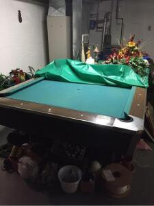 Fischer pool table- division of Questor Corp - serial number A63533 - balls included