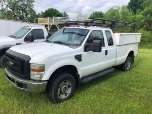 2007 Ford F-250 super duty 4x4 - VIN: 1ftsx21528ea76098 - extended cab - 136,430 miles - reading tool boxes and roof rack -