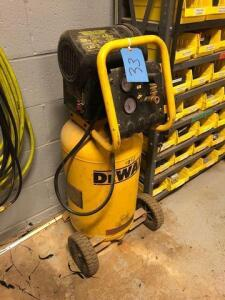 DeWalt 15 gal air compressor - 200 psi - 1.6 hp