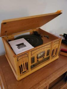 Crosley turntable with cd player - manual included