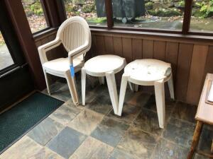 2 outdoor plastic chairs with 2 plastic tables