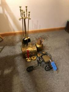 Lot of miscellaneous decorative pieces with fire utensils
