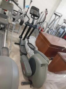 Life Fitness (E101) Elliptical With Cardio Training And Fat Burning ZONE TRAINING Functions