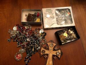 Lot of religious jewelry items