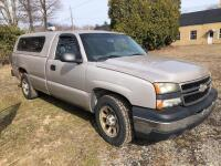 2006 Chevy Silverado 1500 - *RUNS - has NEW BATTERY* - 173,000 miles - 8ft bed with Leer cap - tekonsha trailer brake control- VIN: 3GCEC14X26G260558 - *has title*