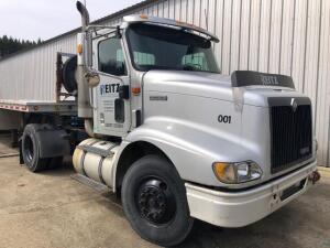 2000 International Truck Tractor - *RUNS - has NEW BATTERY* - model 9100i 4x2 - 452,212 miles - VIN: 1HSCAAHN7YJ090728 - Needs batteries *has title*