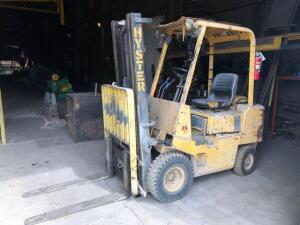 Hyster 35 forklift - 2 stage mast - RUNS - comes with empty propane tank