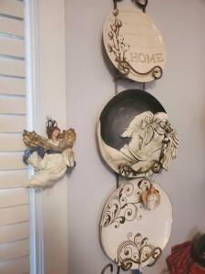 Plate rack with 3 decorative plates - hanging angel