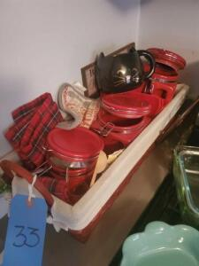 Basket containing 3 red canisters - potholders - Kitty Cup