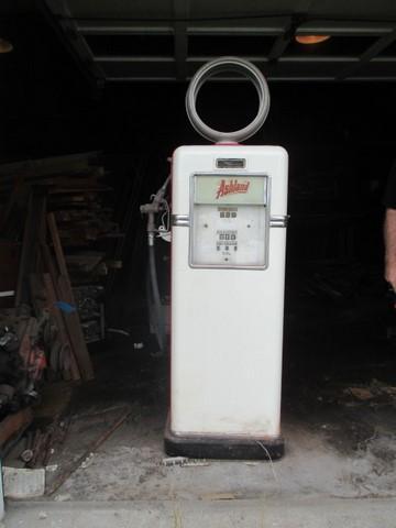 Bowser 585 B gas pump