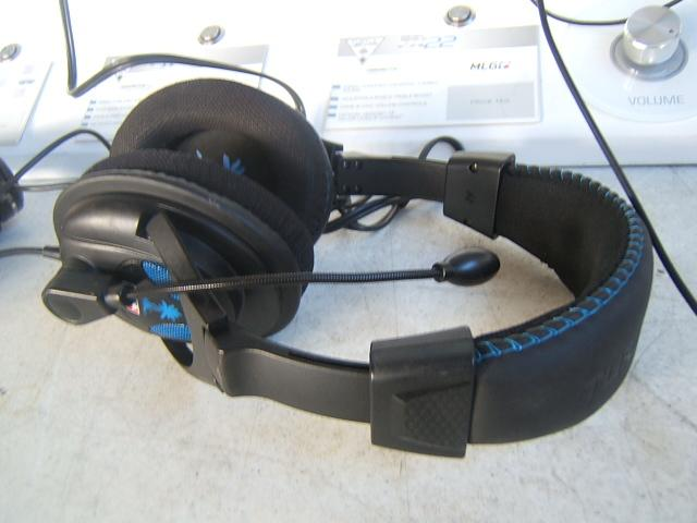 6668b9f090e Lot 26 of 165: Turtle Beach PX22 Gaming Headset; display from Wal-mart,  buying headphone only with cord removed from display pictured, working