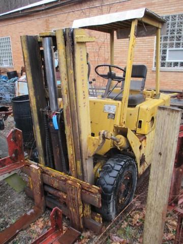 Clark forklift - 3 stage mast - 402 hours - US Army issue