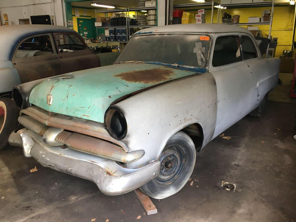 1954 Ford Victoria - 2 door - flat head V8 engine out of car - frame