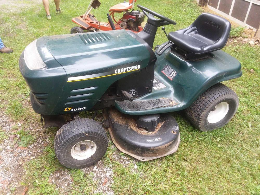 Craftsman LT1000 riding mower - needs battery - 16 5